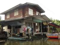Maison au bord des klongs, Bangkok, Thaïlande