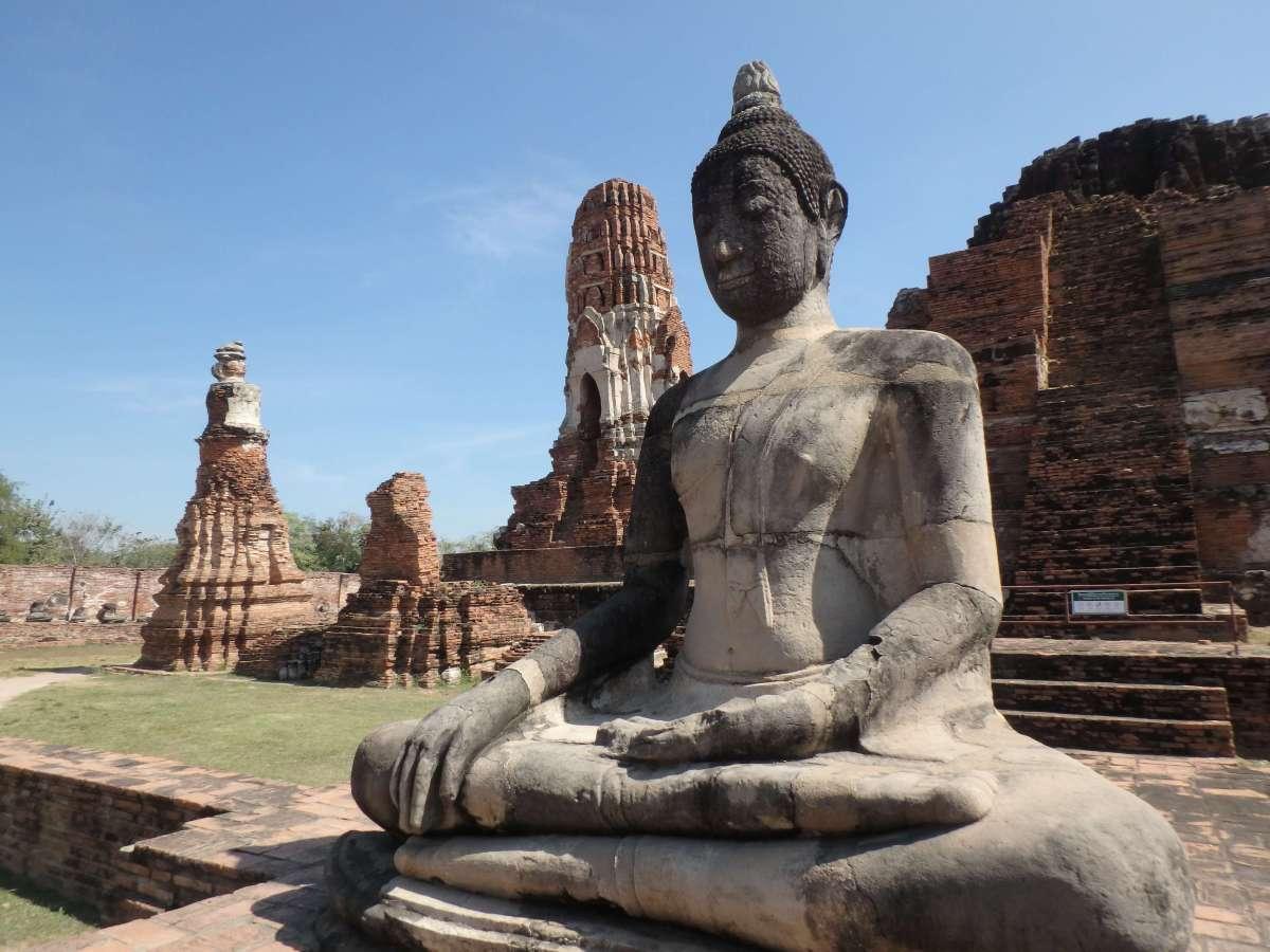 Ayutthaya - buddha assis