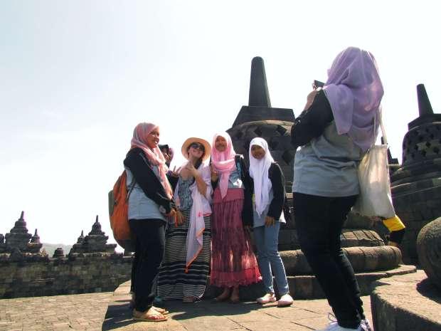 Etudiants, Borodubur, Indonésie
