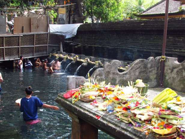 Offrandes, Tirta Empul, Bali