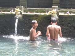 Enfants, Tirta Empul, Bali