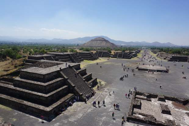 Au sommet de la pyramide de la lune, Teotihuacan, Mexique