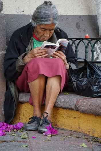 Femme qui lit, Querétaro, Mexique