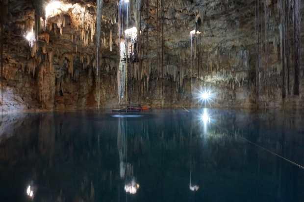 Cenote dans une grotte, Valladolid, Mexique