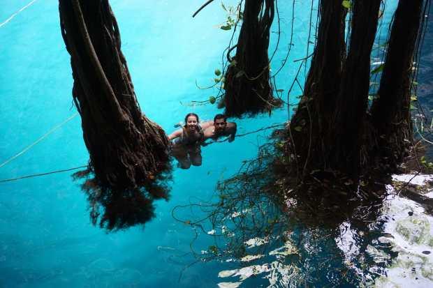Eau transparente du Cenote Oxman, Valladolid, Mexique