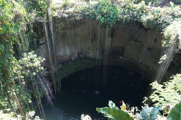 Cenote Ik Kil près de Chichen Itza, Mexique