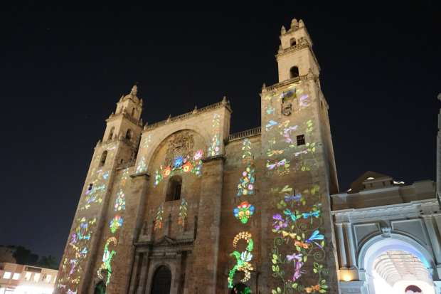 Church Lightshow, Mérida, Mexique