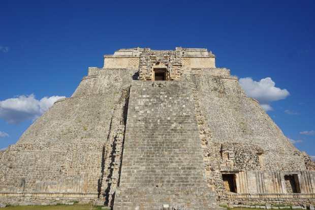Escalier de la pyramide d'Uxmal, Mexique