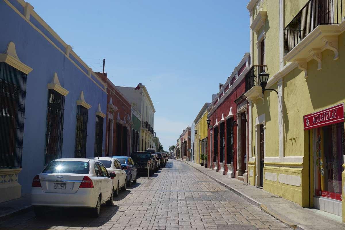 Rue colorée, Campeche, Mexique