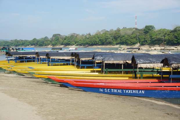 Bateaux à moteur, Yaxchilan, Mexique